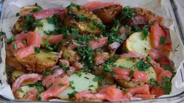 Картофель по-деревенски с рыбкой