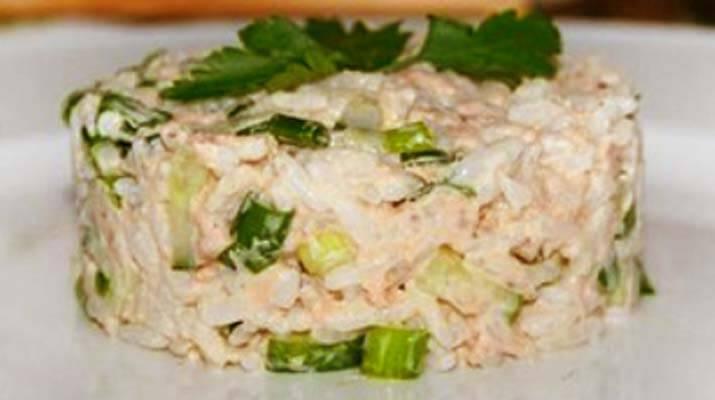 Салаты с рыбой и рисом: почти суши