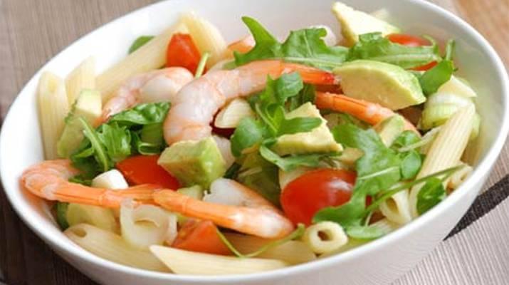 6 невероятных салатов с авокадо и креветками