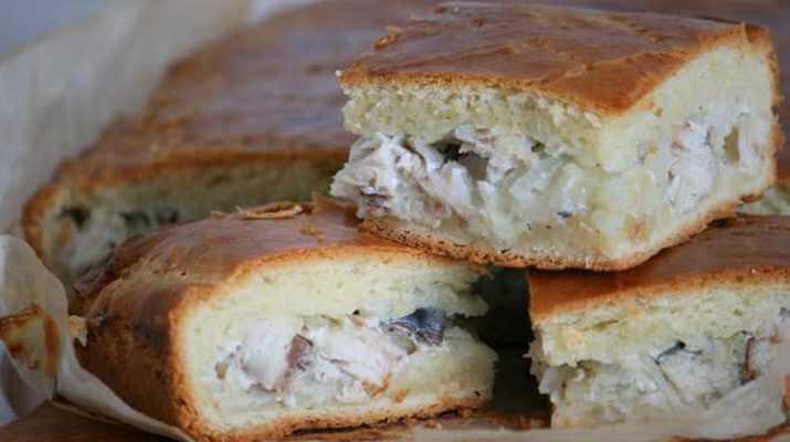 Пирог с начинкой из скумбрии