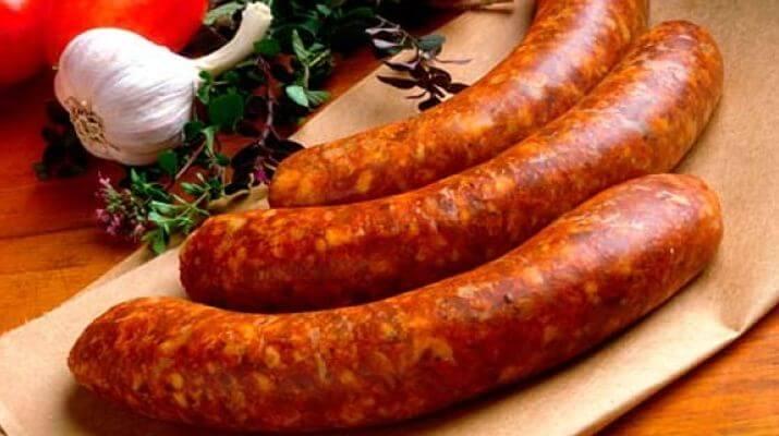 Колбаски, тушеные с шафраном