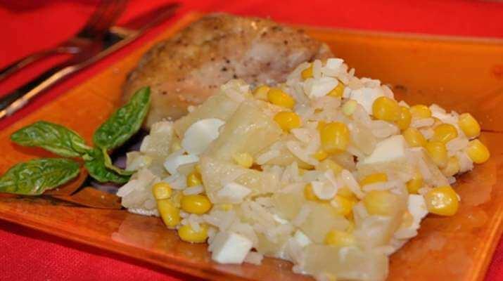Салат из риса и ананасов