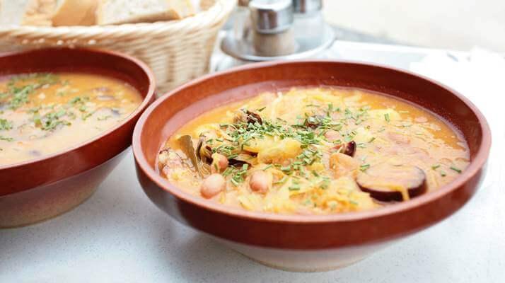 Суп фасолевый с колбасой