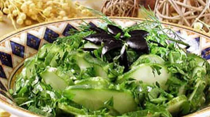 Салат из свежей зелени со щавелем