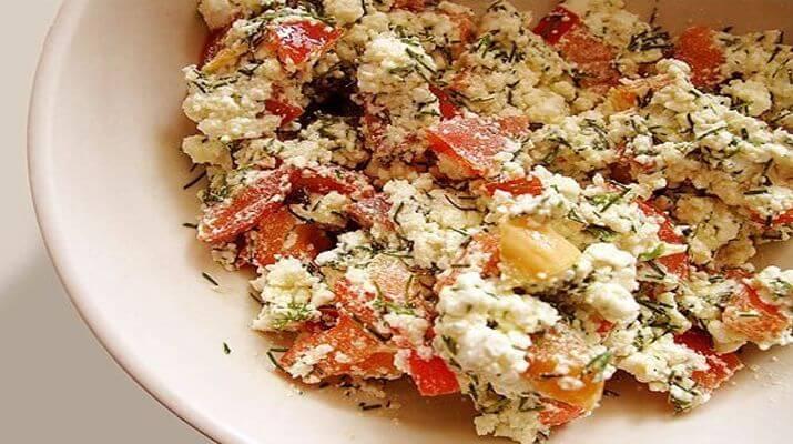 Салат из творога с мякотью перца