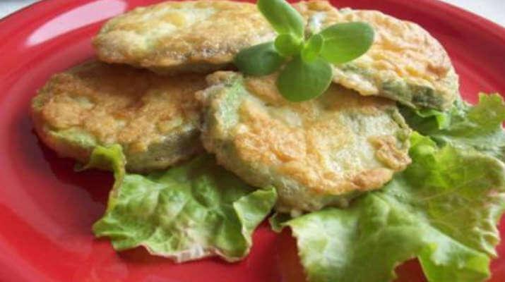 Салат из фасоли с колбасками