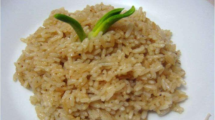 Отварной рис на гарнир с приправами