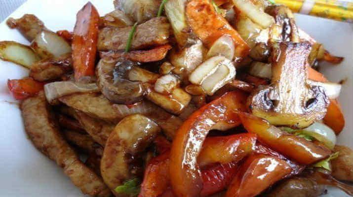 Жареные овощи со свининой