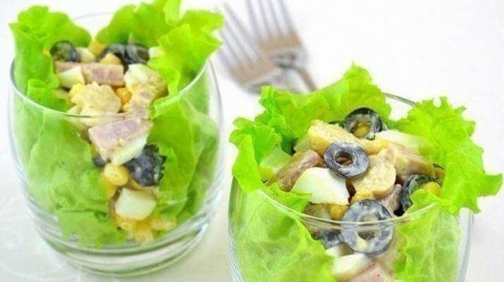 Украшение для вашего стола — легкий салат с маслинами!