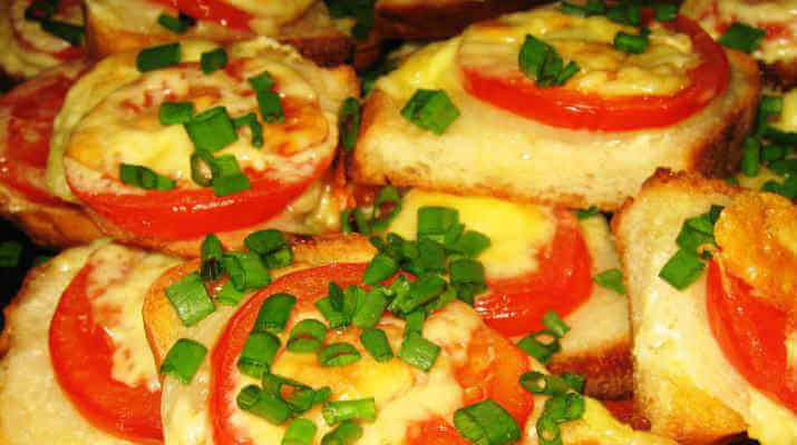 Горячий бутерброд с помидорами