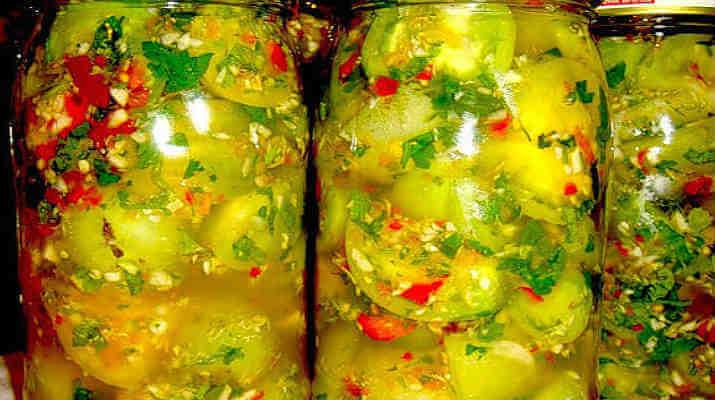 Зеленые помидоры с овощами в зиму