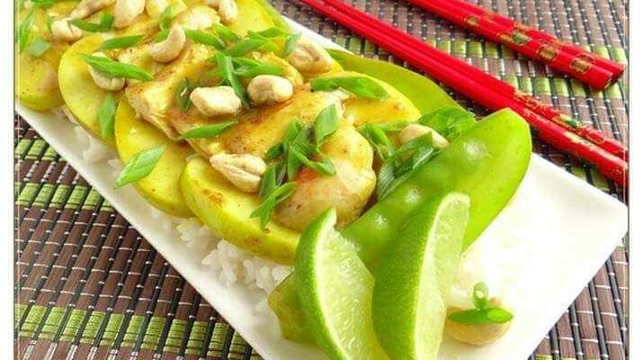 Восточный шедевр — куриное филе с яблоками по-тайски