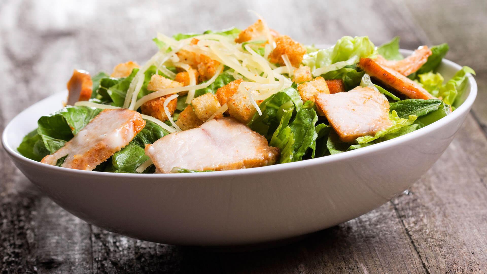 Свежий и вкусный салат с пекинской капустой и курицей