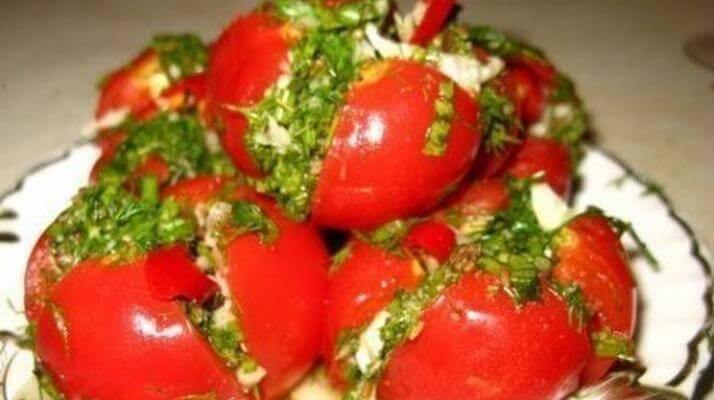 Малосольные томаты с чесноком