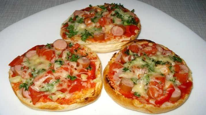 Такие удивительные и простые мини пицца на булочке