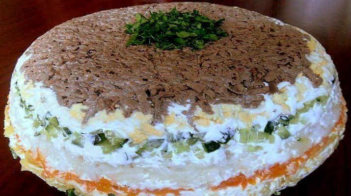 Салат, слоенный с печенью и рисом