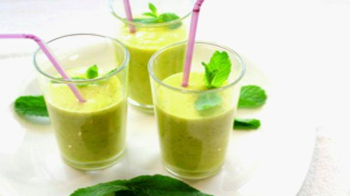 Напиток из авокадо с бананом