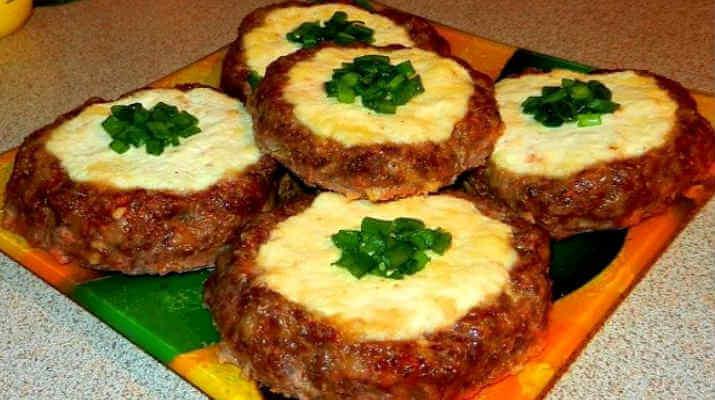 Мясные ватрушки с сыром