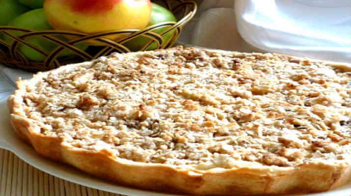 Яблочный пирог под овсяными хлопьями