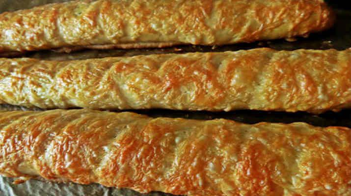 Домашний сырный багет