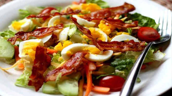 Салат из бекона с овощами, неимоверно вкусно
