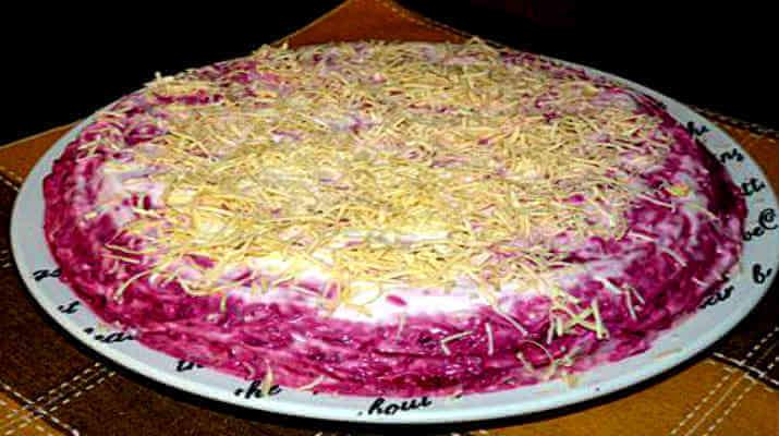 Этот салат съедается в первую очередь!  Салат из селедки со свеклой и сыром!