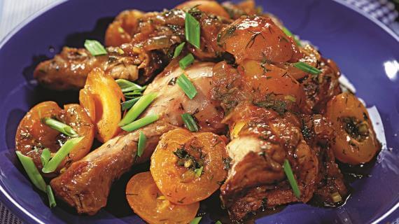 Оригинальное мясо, запеченное с фруктами, просто тает во рту