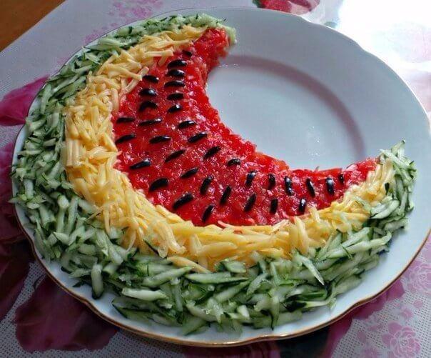 Яркий салат для праздничного стола «Арбузная долька»