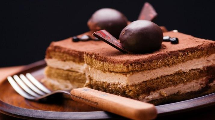 Этот рецепт знаком многим — просто, быстро и все ингредиенты под рукой! Шоколадные пирожные