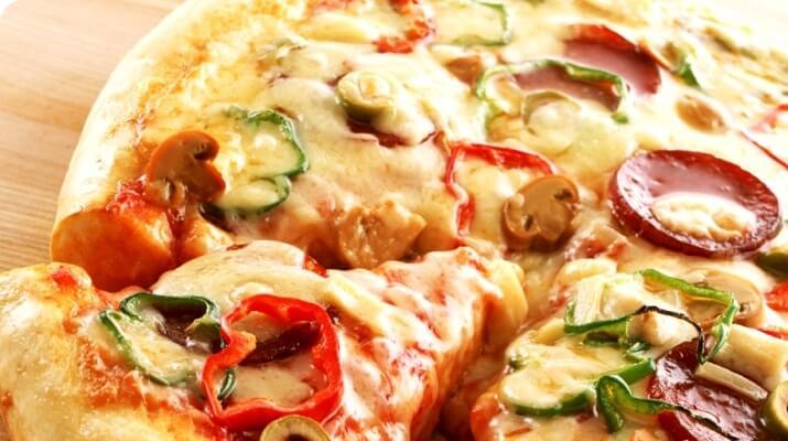 То ли пицца, то ли пирог! Ни соли, ни соды, ни дрожжей, а тесто мягенькое и нежненькое…