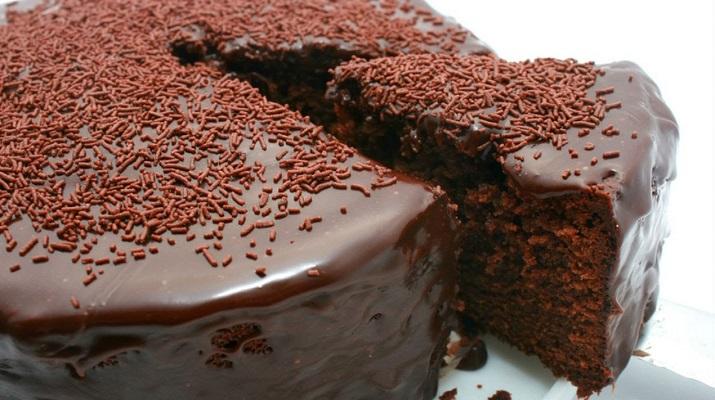 Необычный шоколадный десерт без яиц и молока: «Сумасшедший пирог»