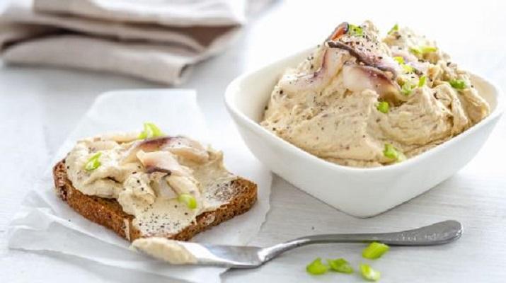 Легкие салаты на 8 Марта: рецепты с фото