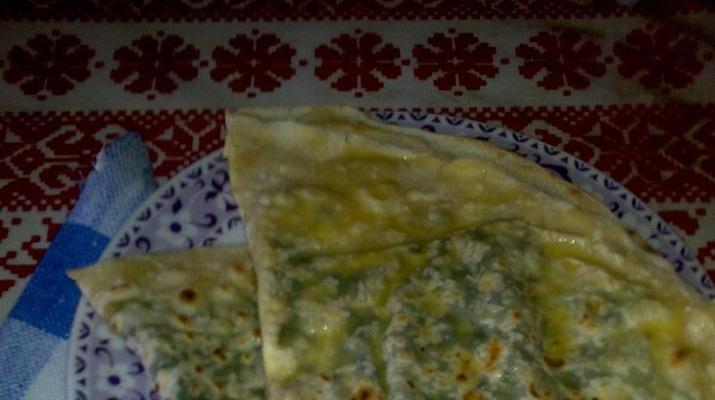 Азербайджанские кутабы с зеленью