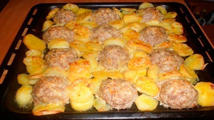 Мясные «ёжики» под сырной «шубкой»