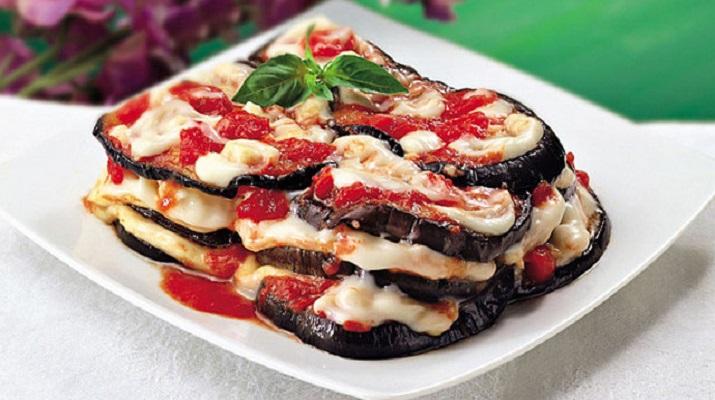 Запеченные баклажаны с помидорами по сицилийски
