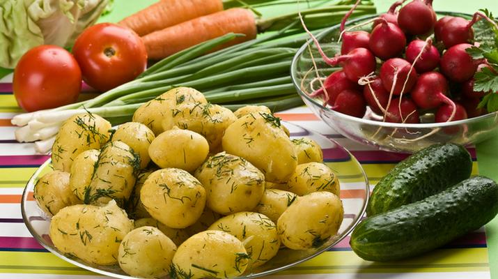 как очистить молодой картофель легко и быстро
