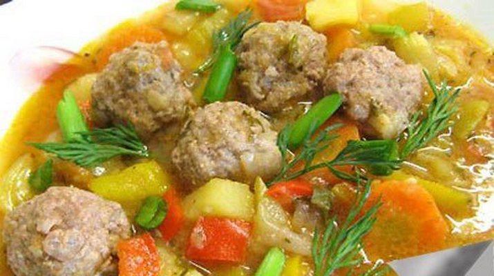 Густой суп с фрикадельками и кабачками
