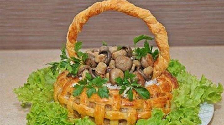 Корзинка с мясом и грибами