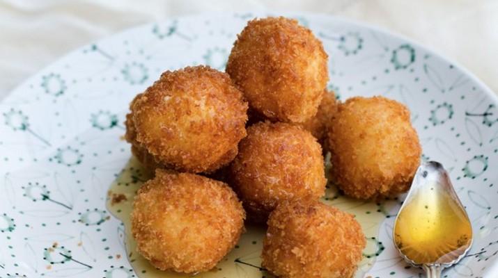 Горячие сырные шарики