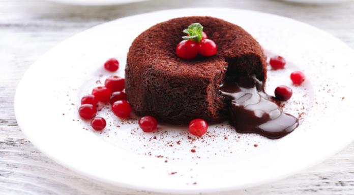 Шоколадный кекс с жидким центром
