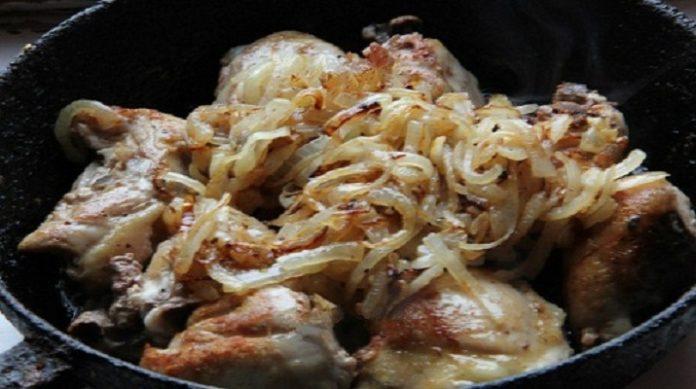 Гульчехра — это узбекское блюдо, которое представляет собой курицу, тушеную в молоке и сметане.
