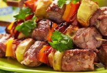 Мясо с картофелем, запеченное в горшочках
