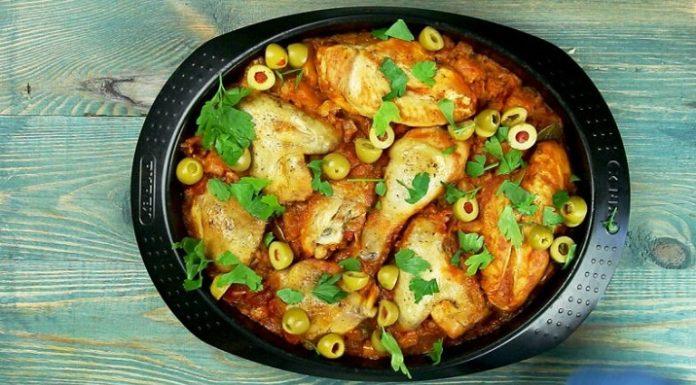 Тушеная курица по-испански