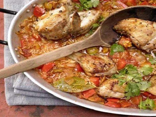 Тушёная курица по-испански