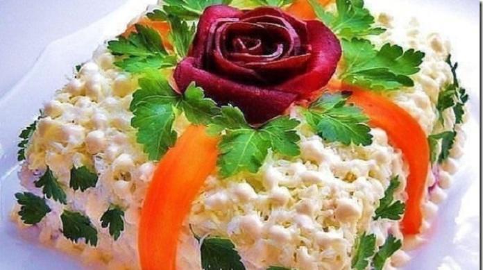 Подборка лучших рецептов салатов-тортов, которые всегда украсят ваш праздничный стол