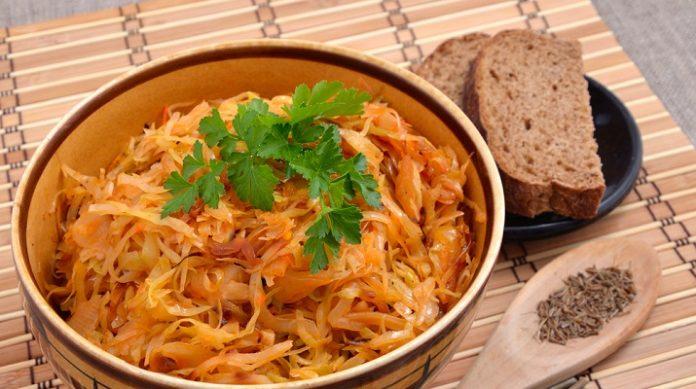 Тушеная капуста к осеннему столу: секреты и рецепты