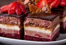 Слоеные пирожные с ягодами