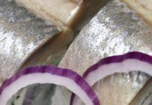 Рыба, запеченная в сухарях
