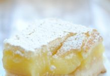 Легкий творожный десерт с бананом