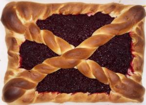 Пирог с клюквой и свеклой